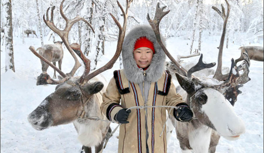standard Anna with two reindeers copy